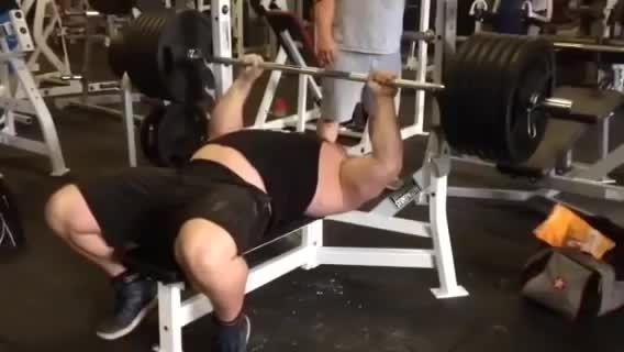 260 کیلو پرس سینه 2 تکرار (RAW)