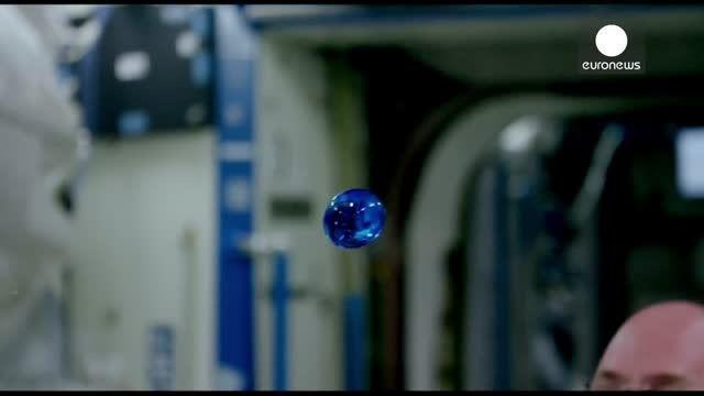 قطره آب در فضا