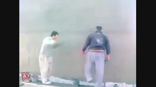رقص کردی روی چوب داربست ساختمان
