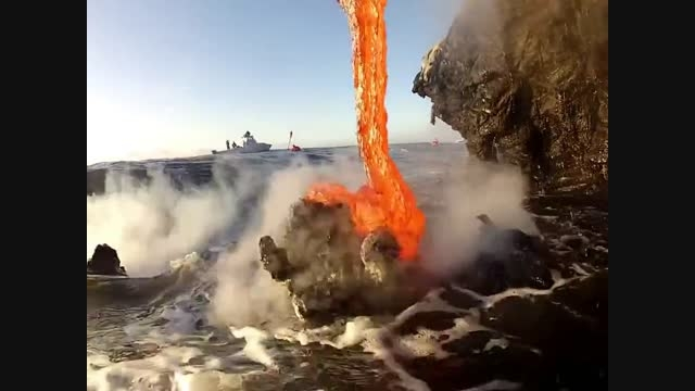 ورود گدازه به اقیانوس و تشکیل جزیره از نمای نزدیک [HD]