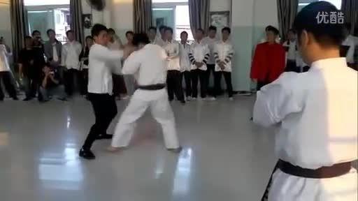 مبارزه دیدنی وینگ چون کار با کاراته کار (8)