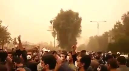 تجمع مردم اهواز در اعتراض به وضعیت گرد و خاک