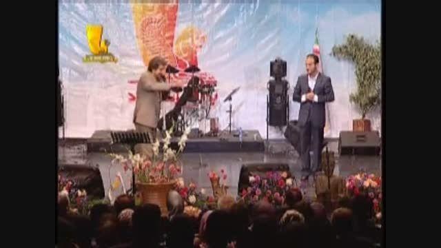 طنز و شوخی های خنده دار و بامزه ریوندی در اجرای زنده