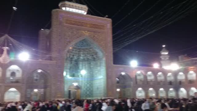صحن انقلاب اسلامی حرم مطهر رضوی (ع) در شب