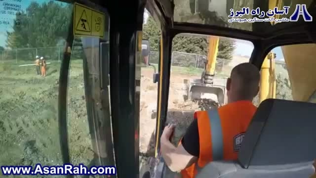 فیلم برداری داخل کابین هنگام کار با بیل مکانیکی هیوندای