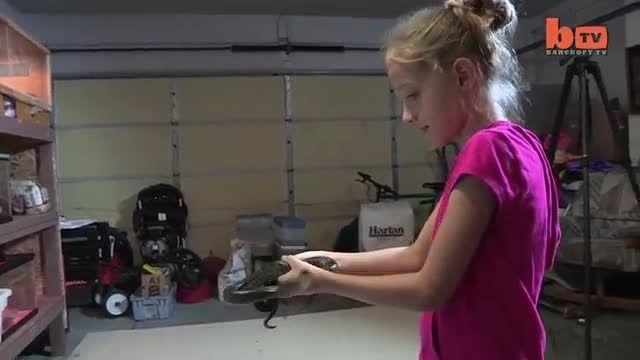 دختربچه 9ساله مارگیر!!