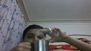 شعبده بازی کلی آب از یک لیوان کوچک