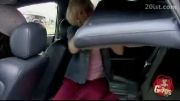 دوربین مخفی جالب دختر مو طلایی و اتومبیل