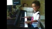 پیانو زدن بچه 7 ساله - اهنگ پلنگ صورتی