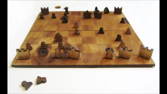 شطرنج طرح قدیمی؛ چوبی، تاشو و کوچک
