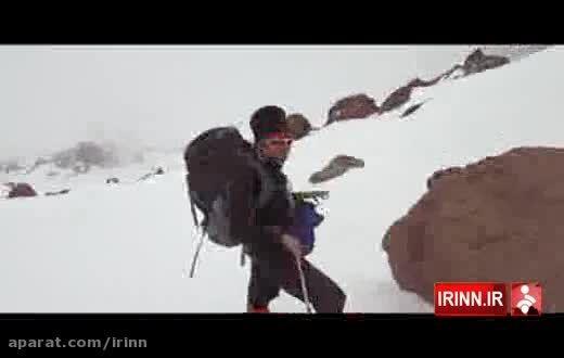 کوهنوردی مبتلا به ام اس که فعل خواستن را صرف کرد.
