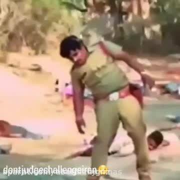 تو فیلم هندی پلیسا میتونن گلوله ها رو ببینن!!(خنده دار)