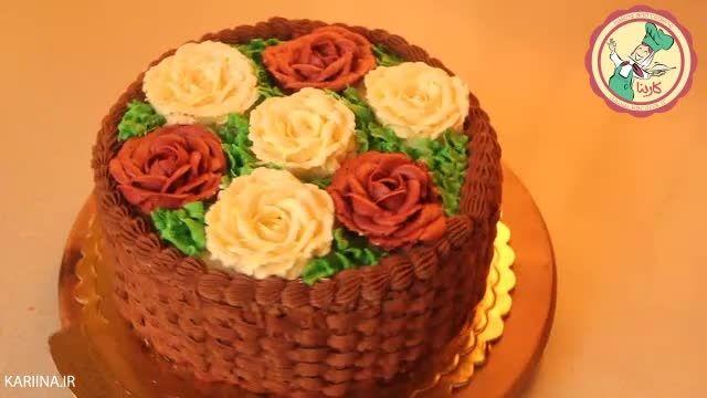 آموزش تزیین کیک به شکل سبد گل در کلاس تزیین کیک