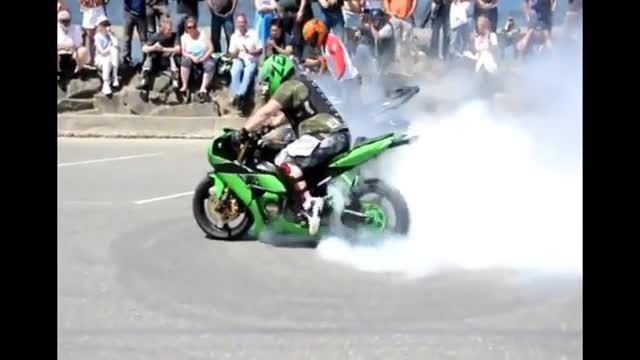 دریفت زدن با موتور سنگین و آتش گرفتن موتورسیکلت!!! ؛)