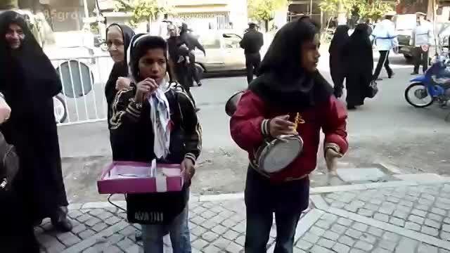 هنرنمایی دختران نوجوان در جمعه بازار برای امرار معاش