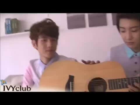 exo - baekhyun sings with chanyeol's guitar