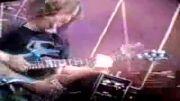 وقتی جو ستریانی با گیتار خود پینک فلوید می نوازد