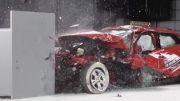تست تصادف (ازروبرو)Toyota Corolla 2014 وFord Focus2013