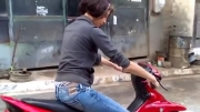 موتور سواری خانم ها