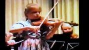 نوازندگی جولیا فیشر در 8 سالگی