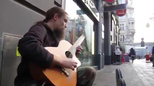 گیتاریست حرفه ای