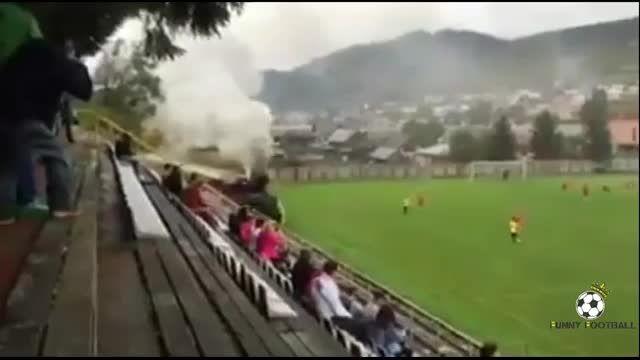 رد شدن قطار از وسط زمین فوتبال ...