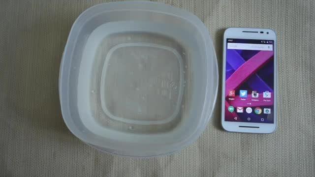 تست قابلیت ضد آب گوشی Moto G 3