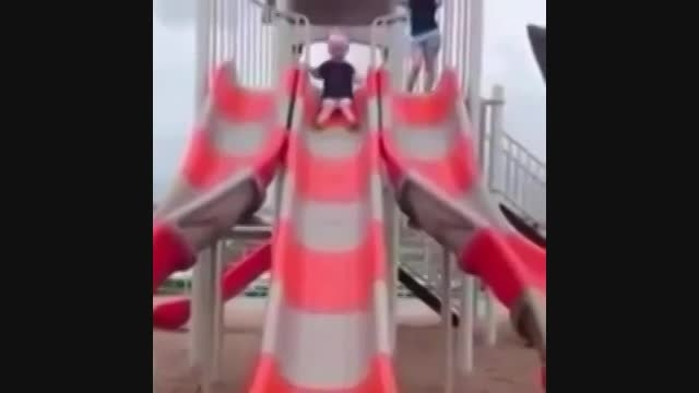 سرسره بازی خنده داره بچه