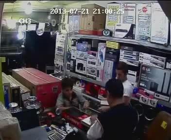 سرقت از مغازه ها با این روش !