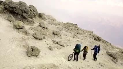 رکورد بازگشت از قله دماوند با تک چرخ