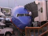 لکه زدایی از شیشه هواپیما!