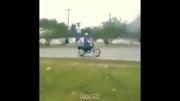 تصادف شدید با دوچرخه (خنده دار)