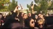 تجمع مردم در مقابل بیمارستان مرتضی پاشایی