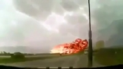 کلیپ حوادث - لحظه سقوط هواپیما