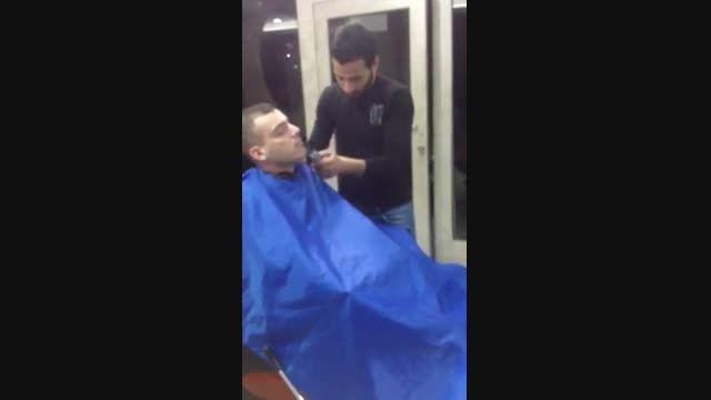 سر کاری در آرایشگاه !   (-: