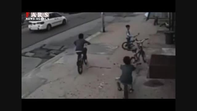 متاسفانه،تصادف شدید خودرو با دوچرخه سوار