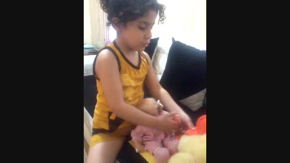 هانا/کودک دوزبانه ی 5 ساله