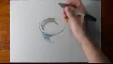 طراحی زیبا ی لیوان با قهوه ودر کنار آن مداد خیلی جالب ه