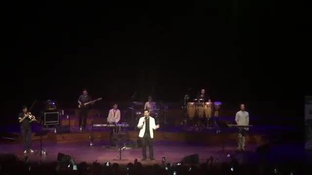 کنسرت احسان خواجه امیری-هلند-آهنگ من یه پرنده ام-زاویه2