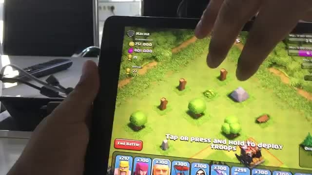 Clash of clans - 300 Golems and 300 Giants
