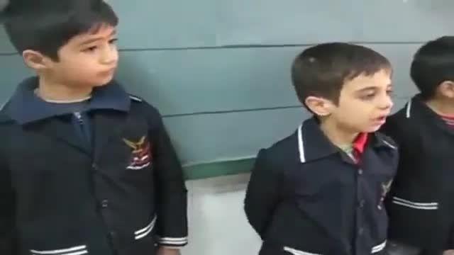 ویدئو ای بامزه از قهر و آشتی  کردن کودکانه!