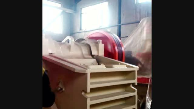 خردکردن سنگ توسط سنگ شکن فکی در کارخانه صنعتی تکنوکراشر