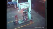 حادثه وحشتناک در پمپ بنزین ...!