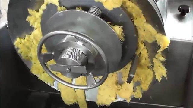 نحوه تهیه آب آناناس در کارخانه ها چگونه است؟