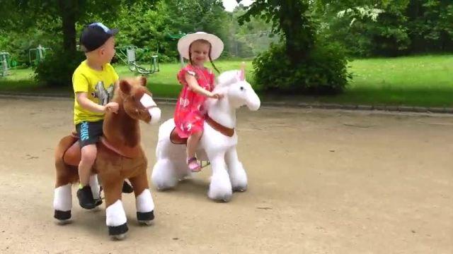 دانلود بازی دیانا و روما قسمت - بازی گبی و آلکس با اسب های بزرگ اسباب بازی