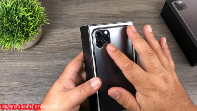آنباکس گوشی iPhone 11 Pro Max (آیفون 11 پرو مکس)