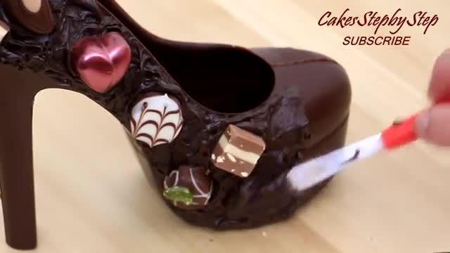 طرز پخت کیک به شکل کفش پاشنه بلند در چند دقیقه