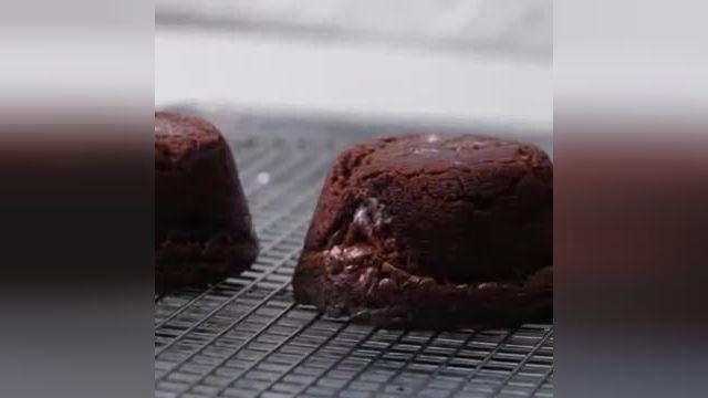 نکات کاربردی آشپزی - طرز تهیه بمب براونی به صورت مرحله ای در چند دقیقه