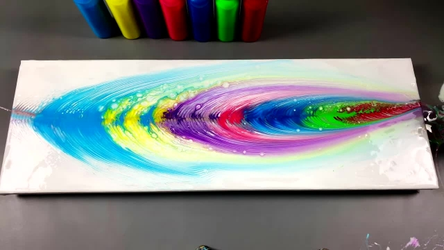 نقاشی با تکنیک ریختن رنگ روی بوم و استفاده از زنجیر
