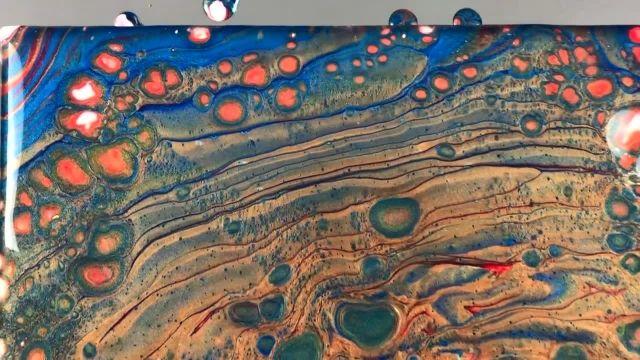 اموزش نقاشی با تکنیک ریختن رنگ اکرلیک متالیک روی بوم